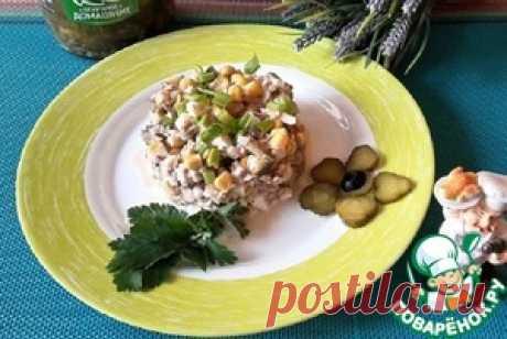 Салат с тунцом и маринованными огурцами - кулинарный рецепт