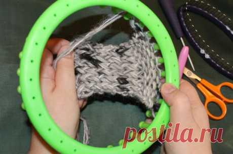 Учимся вязать на луме (Loom knitting). Урок второй: Изнаночные петли