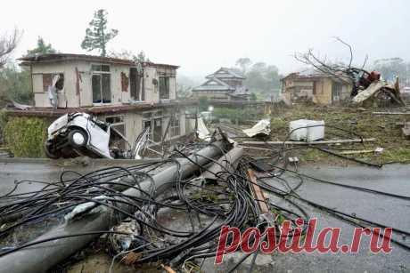 На Японию обрушился крупнейший за последние 60 лет тайфун «Хагибис»: 4 факта Снесло 30 тысяч домов.