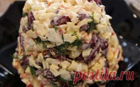 Быстрый салат с фасолью и крабовыми палочками.