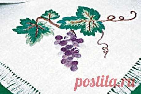 """Вышивка гладью: салфетка """"Виноградная гроздь"""" Уют в вашем доме - это не только новые обои и мягкая мебель. Уют создают детали, приятные мелочи, например такие, как вышитые салфетки.Вышитые салфетки освежат ваш интерьер и придадут ему ностальгический акцент.Вышивка гладью - распространенное рукоделие наших бабушек, которое интересно и сегодня. Но при этом совсем не обязательно укладывать вышитые салфетки на телевизор, как делали они.Украсьте вышивкой гладью столовые салфетк..."""