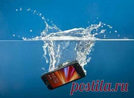 Как реанимировать телефон после купания.