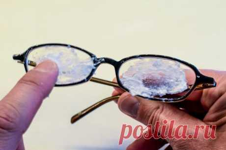 Как удалить царапины с очков за 1 минуту. Эти 10 простых трюков сделают очки «как новенькие» Заметили царапину на линзе очков? Не спешите выбрасывать. Возможно решить проблему вам поможет один из этих 10 лайфхаков Не спешите покупать новые очки! 99% того, что хоть 1...