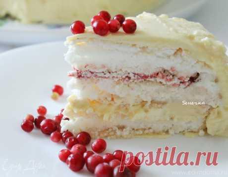 Торт-безе с брусничным курдом. Ингредиенты: сахарная пудра, брусника замороженная, молоко