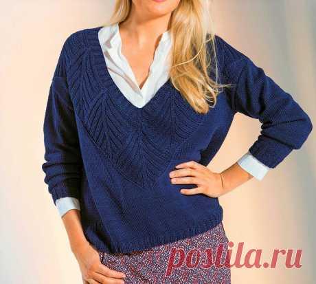 Красивые и стильные пуловеры, связанные спицами (с описанием вязания)  Пуловер связан спицами по кругу. В этом пуловере нет швов, связанных по бокам, только рукава и низ. Вам потребуется: 200 г белой пряжи (60% мериносовой шерсти, 40% полиакрила, 80 м/50 г); 100 г красной пряжи (50% полиакрила/кашемира, 50% овечьей шерсти, 50 м/50 г) и 50 г желтой пряжи (100% мериносовая шерсть, 50 м/100 г); прямые спицы No 4 и No 5,5; круговые спицы No4 длиной 40 см; вспом. спица; крючок No3.