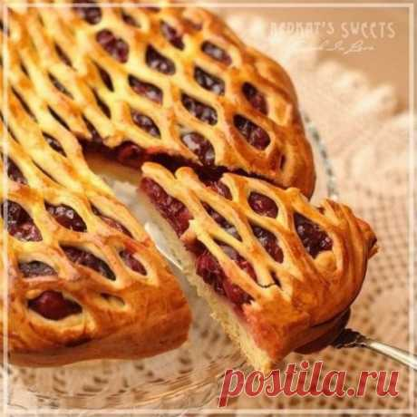Simple and beautiful berry pies. We fast with taste!