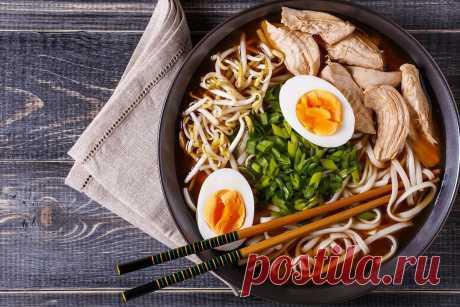 Для любителів азіатської кухні: рамен з куркою Вам знадобляться звичайні продукти та трохи вільного часу для його приготування.