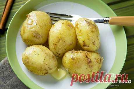 Молодой картофель с корицей: рецепт Евгения Клопотенко Попробуйте готовить по-новому, добавляя новые вкусы. Молодой картофель с корицей это необычно, свежо, вкусно и не банально. Вы должны попробовать!