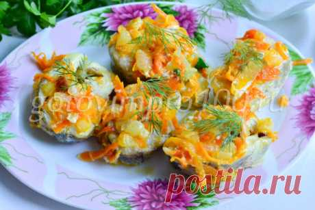 Минтай в духовке с майонезом, морковью и луком рецепт с фото