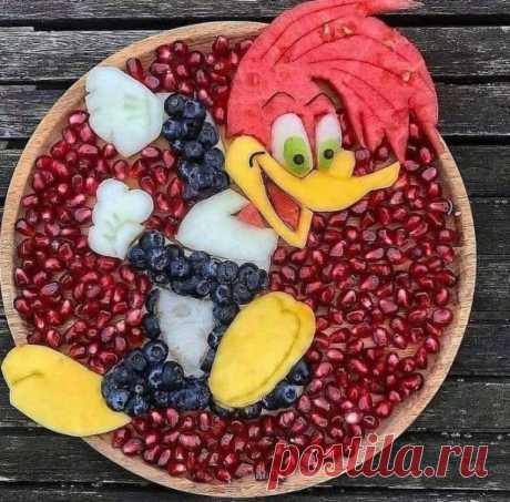 Потрясающее творчество из ягод и фруктов