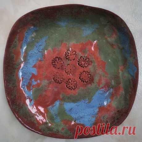 Тарелочка выполнена из трёх разных глин.. #керамика#керамикапитер#керамикампб#моирукинедляскуки#итаккаждыйдень#керамическаятарелка ❌нет в наличии