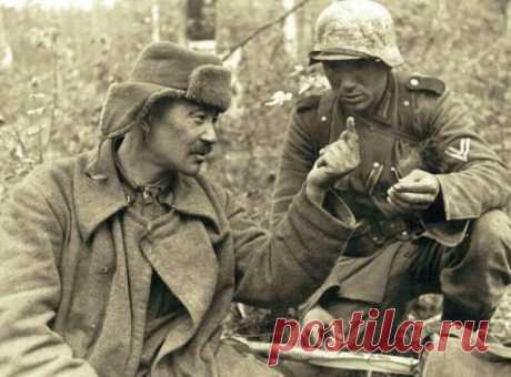 Как общались немецкие и советские солдаты вне боя  Казалось бы, во время Великой Отечественной войны никаких неформальных отношений между фашистскими и советскими солдатами быть не могло. Однако человеческий фактор порой вносил свои коррективы. И с о…