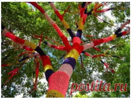 Что можно сделать из старых вязаных вещей... Свитер для любимого дерева:)
