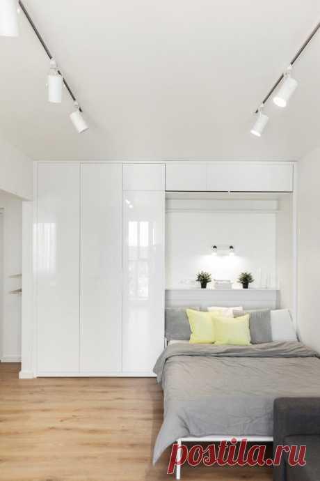 «Однушка» практически без дверей, но с кроватью в шкафу