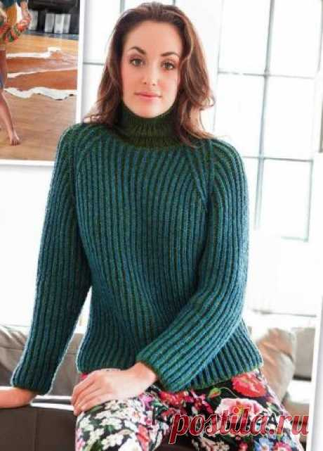Пуловер реглан изумрудного цвета, схема, выкройка и описание вязания на спицах.
