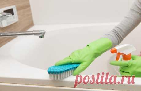 Простые и эффективные варианты чистки ванной Читать далее на сайте в статье про несложные способы очистки ванной. Стальная, акриловая или чугунная ванна собирает известковый налет