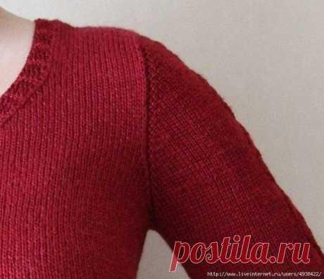 Вяжем рукав сверху  Чаще всего используется в моделях пуловеров и кардиганов, которые вяжутся бесшовно снизу, до подмышек, затем происходит разделение петель на петли переда и спинки, участок от пройм и до плеч вяжется раздельно, перед, спинка. Затем соединяются плечевые швы, если вы хотите вообще избежать швов в своей модели, то можете соединить петли плеча так называемым трехспицевым закрытием петель.   И теперь начинается самое интересное! Рукав!  Суть – петли набираютс...
