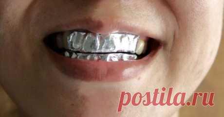 Она покрыла зубы пищевой фольгой с неожиданной целью… Результат впечатляет! | Golbis