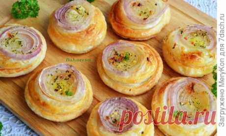 Луковые булочки из слоеного теста. Пошаговый рецепт с фото