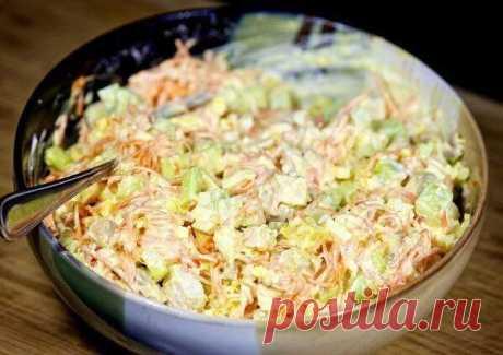 La ensalada cojonuda de zanahoria en coreano con la gallina y los pepinos