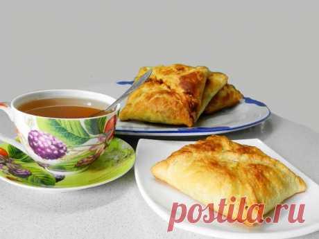 Слоеные конвертики с курицей и грибами рецепт с фото пошагово - 1000.menu