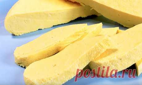 Берем литр молока и стакан сметаны: вкуснейший сыр за 30 минут