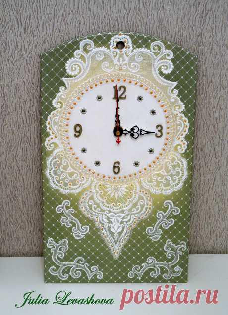Часы  с имитацией кружева (точечная роспись контурами)
