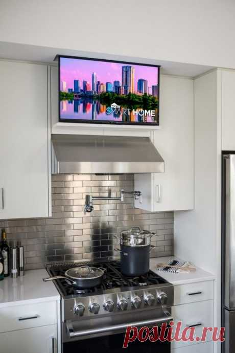 Куда поставить телевизор на кухне: идеи на фото