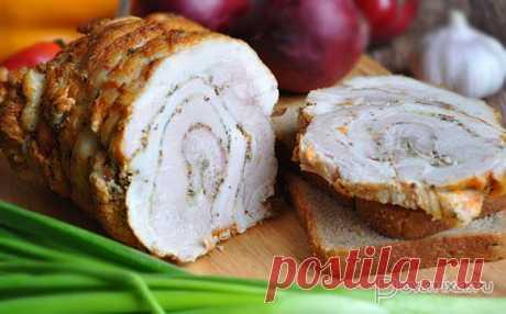 Рулет из свиной брюшины с горчицей и хреном Даже если готовили не раз рулет из свиной брюшины – сделайте и этот вариант, особенно, если любите свинину с непередаваемо аппетитным запахом и острыми специями.