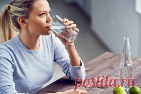 Сколько жидкости нужно организму на самом деле Вода – источник жизни. Человек ежедневно должен восполнять свой водный баланс. Как понять, сколько жидкости нужно именно вам и как правильно ее пить,рассказала врач-диетолог, гастроэнтеролог, руководитель клиники коррекции веса и диетологии Первой градской больницы Светлана...
