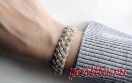 Плетеный браслет - идеальное дополнение повседневного образа. Главное преимущество этого украшения - его легко и быстро можно сделать своими руками