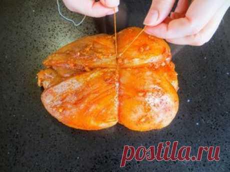 Идеальное мясо для бутербродов — вместо колбасы Домашняя120 мин.5Простой. 698323Автор: Другая Кухня03 апреля 2020, 08:33. Ингредиенты. куриные грудки (филе) 3 шт. маринад: кориандр 1/2 ч.л. горчица сухая 1/2 ч.л. паприка 1 ч.л. чеснок 3 зуб. соль. растительное масло 3 ст.л. пергамент или фольга. Пошаговый рецепт приготовления. В первую очередь готовим маринад. Растительное масло, паприка, кориандр, соль и несколько измельченных зубочков чеснока, все соединяем и перемешиваем.