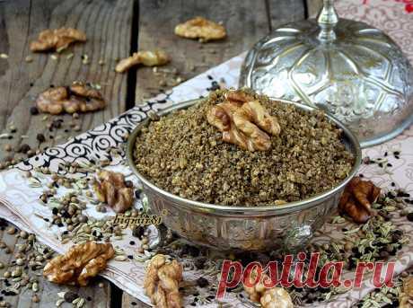 ДУККА Это пряная египетская смесь. Готовят дукка из разных орехов, семечек и специй. Этой смесью можно посыпать готовое блюдо, супы, разные салаты, запеченные овощи... так как подскажет вам ваша фантазия.  …
