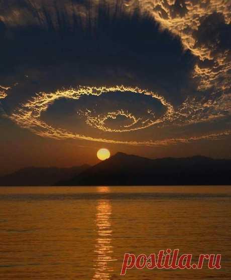 Когда глаза устремлены в небо, в них отражается небо. Когда смотрят на болото – отражается болото. Наша воля и выбор в том, куда глаза обратить.  Конфуций