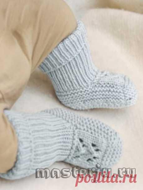 Высокие носки с ажурной вставкой для малыша от Drops Design, вязаные спицами » Мастерю - все своими руками