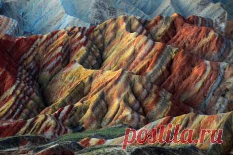 Цветные скалы Чжанъе Данксиа/Zhangye Danxia Landform – Ганьсу, Китай