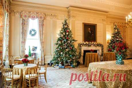 Обои Рождество Елка Стол Стулья Праздники