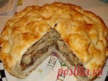 Узбекский курник — царь пирогов! Понадобятся самые простые продукты…  Курник — большой пирог, который часто готовят с разнообразными начинками. Считается, что название блюда связано с тем, что изначально его готовили лишь с курицей.    Курник называли королем пирогов, …