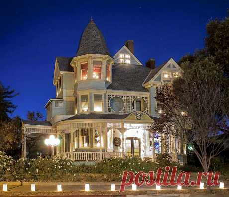 Дом Хоэнвартера расположен в Вудленде, Калифорния.