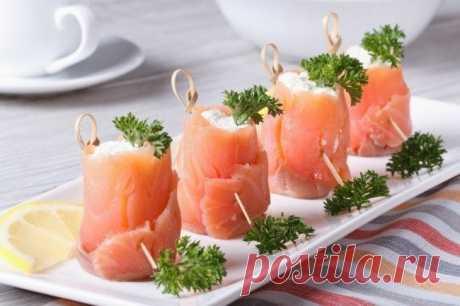 Рулетики из семги с творожной начинкой — Sloosh – кулинарные рецепты