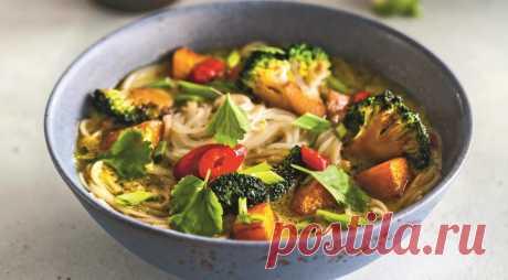 Азиатский суп с тыквой и брокколи - ПУТЕШЕСТВУЙ ПО САЙТУ. Глядя на длинные списки ингредиентов для азиатских супов, нас часто посещает мысль, что это блюдо не для нас, готовить его сложно и долго. На примере этого супа мы попытаемся вас разубедить. Итак, приготовьте пряную пасту заранее – она прекрасно хранится в холодильнике пару дней. Также заранее можно запечь тыкву. Даже …