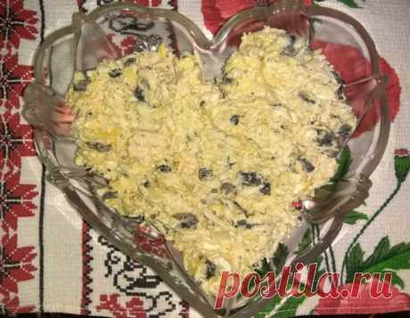 Салат с грибами, курицей, сыром