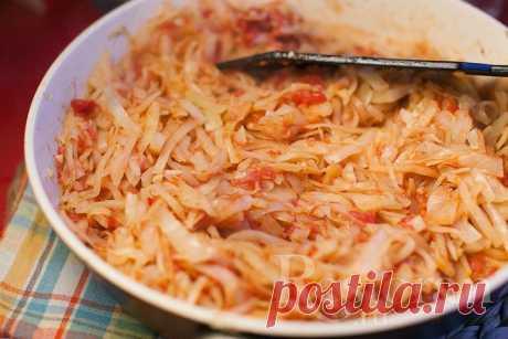 Тушеная капуста с томатами / Restoran.ru