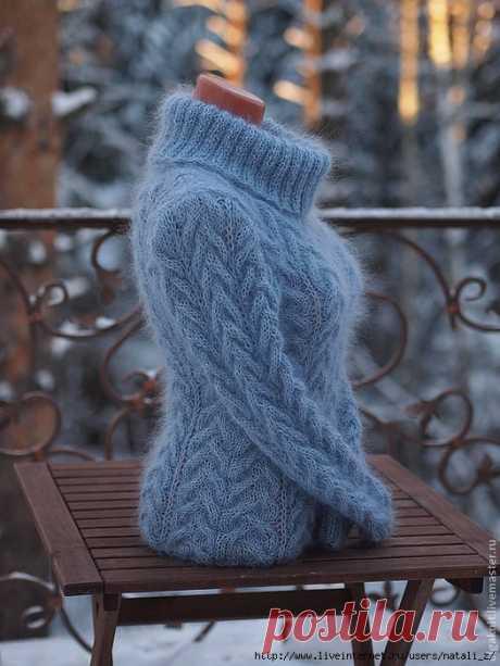 Мохеровый свитер с косами.