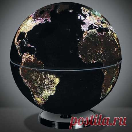 El globo, que muestra fuegos de las ciudades de noche.