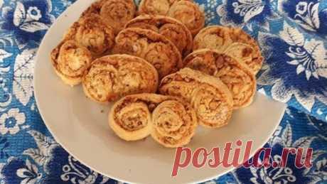Печенье Ушки. Простой рецепт печенья из слоеного теста с грецкими орехами и сахаром