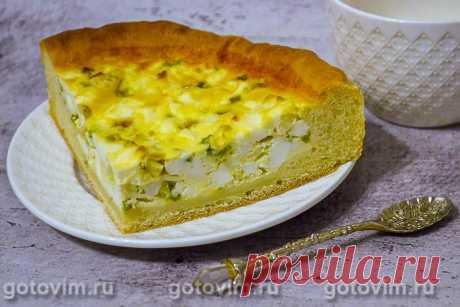 Открытый пирог с яйцом и зеленым луком. Рецепт с фото Пирог со свежей зеленью можно печь в любое время года, но весной и летом он как-то желаннее и вкуснее. Наверно, потому что за зиму соскучились по настоящей сочной зелени? Кроме зеленого лука, в начинку можно добавить немного укропа, черемши и петрушки. С ними пирог с яйцом и зеленью будет еще вкуснее.
