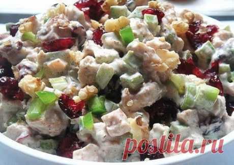 Салат с курицей, брынзой и черносливом — Мегаздоров