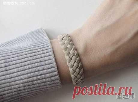 Bracelet the hands