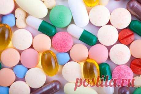 Витамины Группы B в Таблетках - Правильный Выбор Если у человека возникает хроническая усталость, сопровождающаяся раздражительностью, бессонницей, мышечными болями, запорами, появлением трещин в уголках рта, то не исключено, что его организм испытывает недостаток в витаминах группы В. Эти биологически активные вещества участвуют практически во всех внутренних обменных процессах, обеспечивающих человека энергией. Они регулируют работу нервной, сердечно-сосудистой, кровенос...